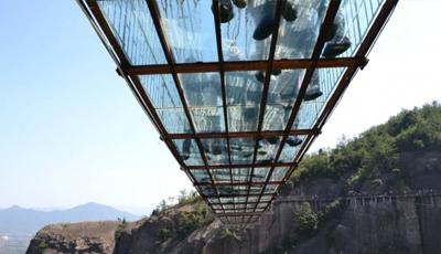 挑战全国最长的玻璃桥---湖南石牛寨